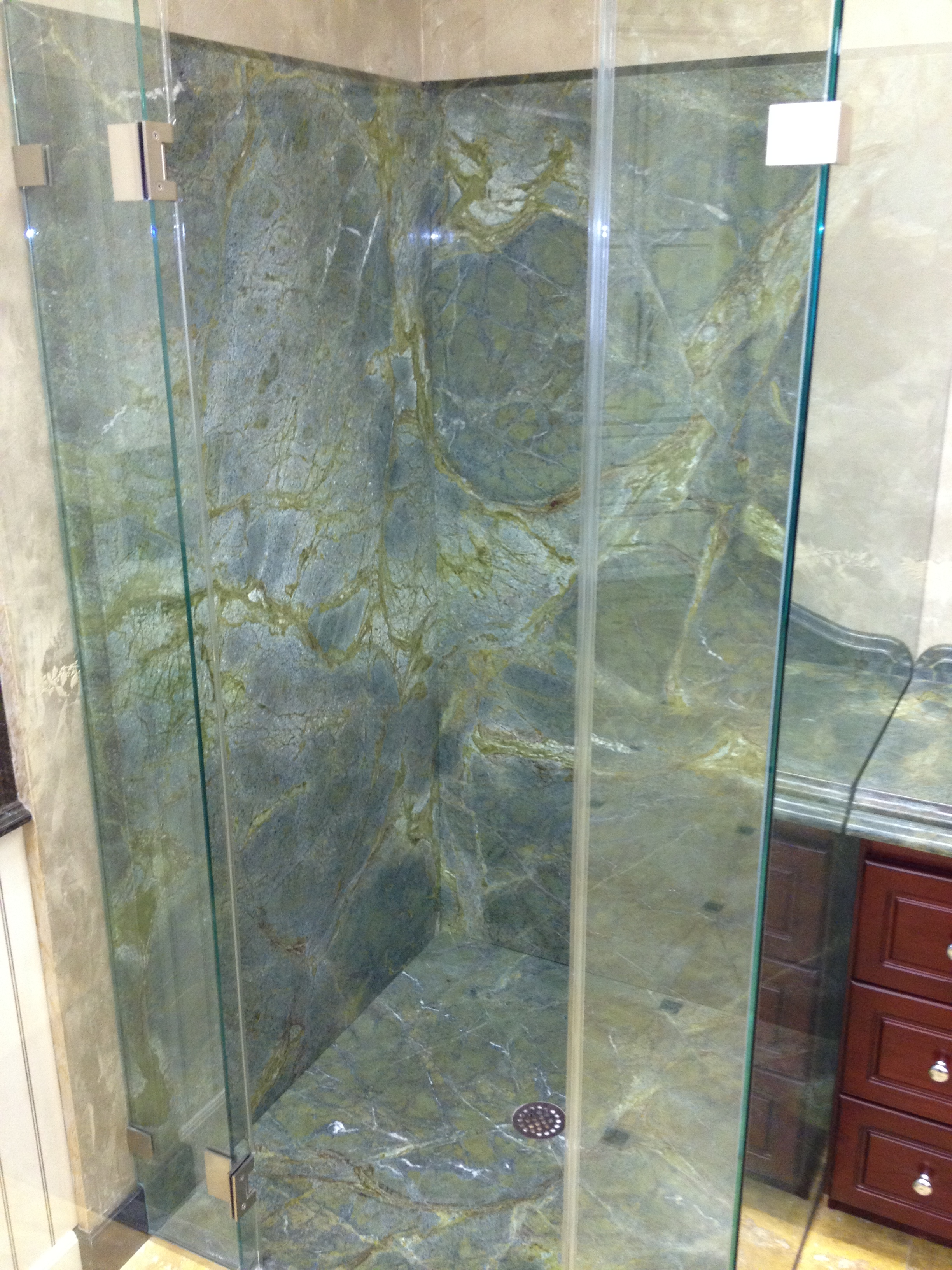 Exceptionnel Shower Walls And Floor In Verde Vecchio Quartzite